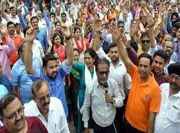 bhopal,  second day, 22 thousand, bank employees, on strike, locks are hanging, seven bank branches