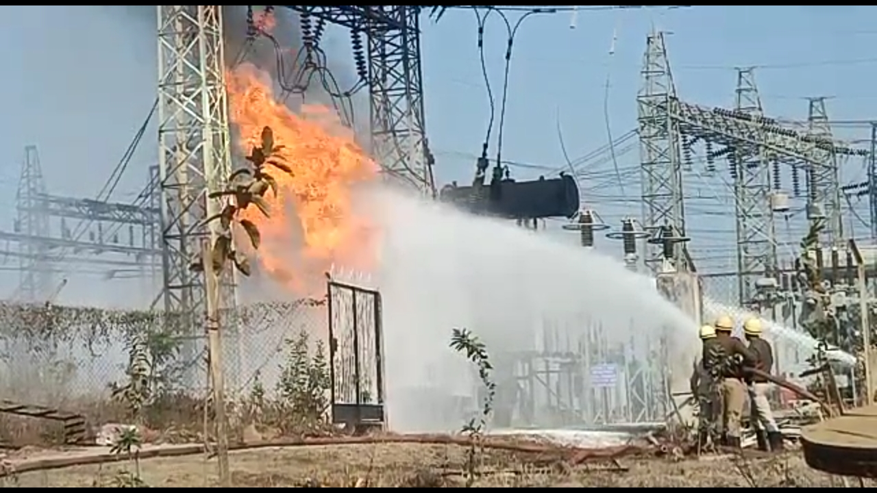 indore,Heavy fire, power house, power supply affected