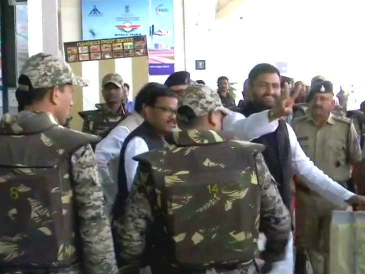 bhopal,  Congress MLA, return to Bhopal special flight ,back home