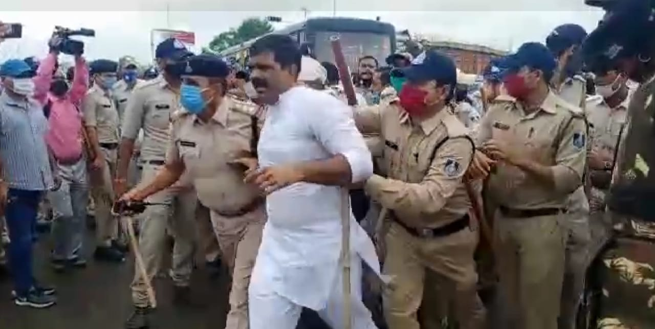 indore,Congressman arrested ,without permission , school fee waiver