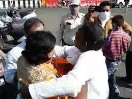 Indore, Congress workers ,assaulted BJP worker ,garlanded Bapu , Modi