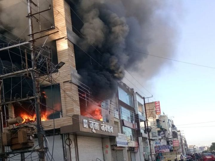 indore,Heavy fire, three-storey ,shoe shop, loss of more than ,50 lakhs