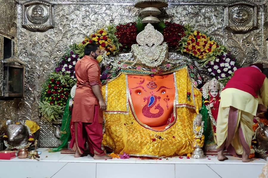 indore,first day year, crowds thronged temples, Mahakal and Khajrana